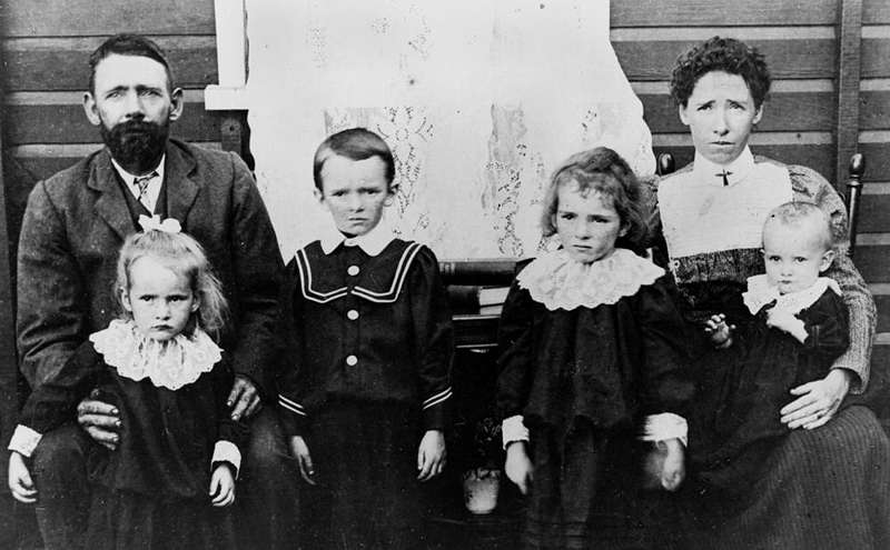 Picture of / about 'Memerambi' Queensland - Mr T. J. Kingston and family