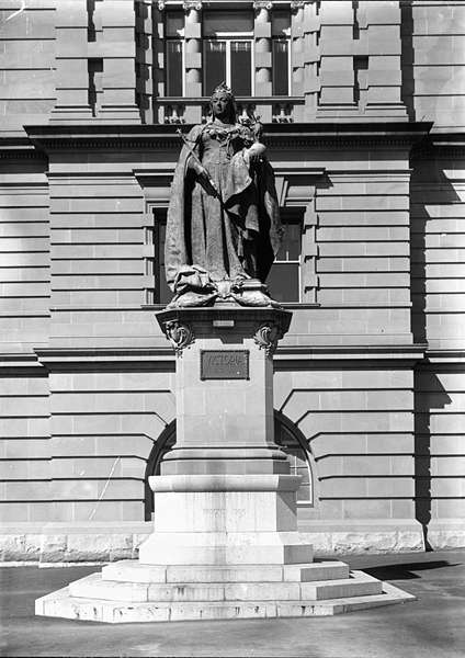 Picture of / about 'Brisbane' Queensland - Queen Victoria Statue, Brisbane, 1906