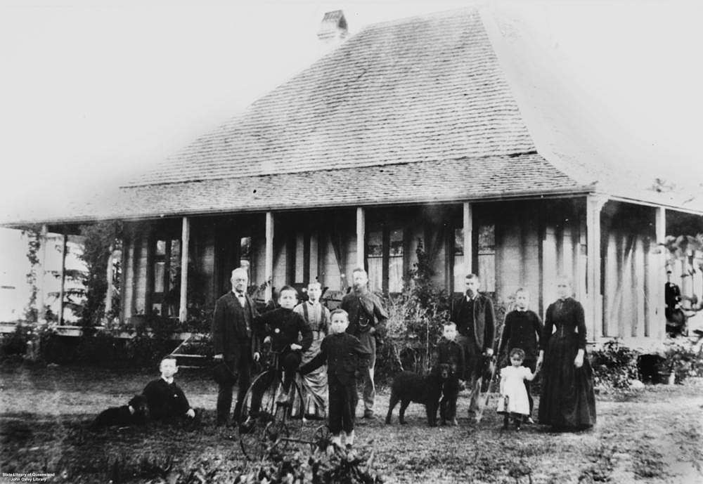 Picture of / about 'Buderim' Queensland - Portrait of the Burnett family in front of their home in Buderim